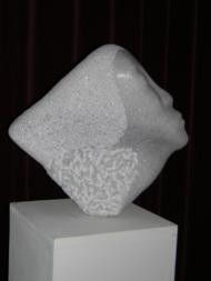 """Trees Diender, kristallino marmer """"kop"""" afm. 36 x 34 x 10 cm."""
